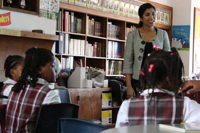 Vijaya presenting to schoolchildren. Photo by Lindsay Clark.