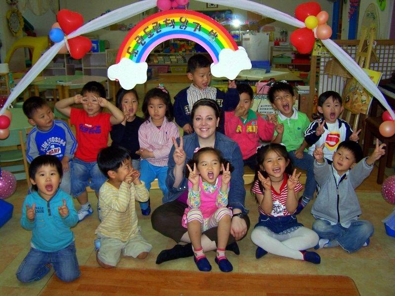 Shasta with Kindergarteners in South Korea.