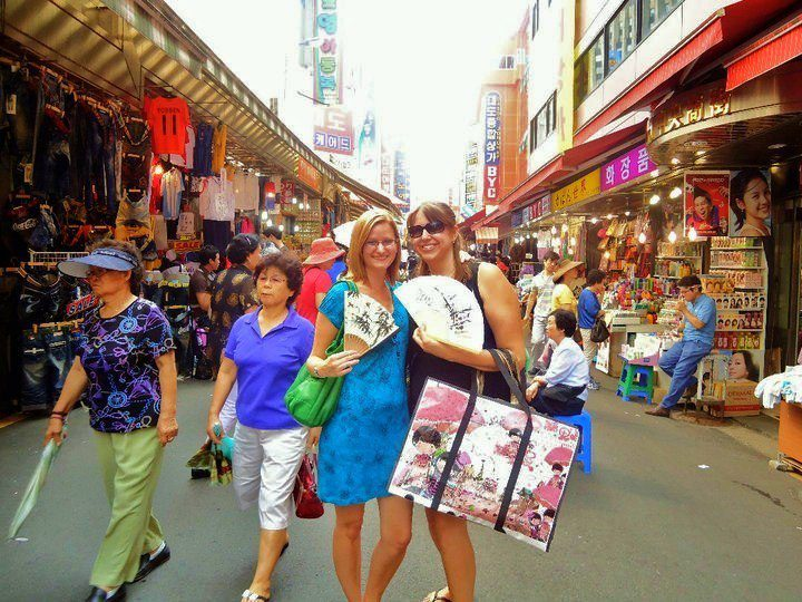 Lisa in Korea, jet-lagged and a bit lost in Naemundum Market.