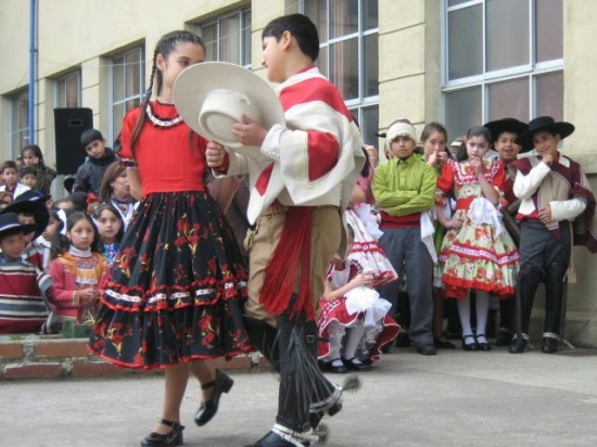 La Cueca in Chile. Beautiful!
