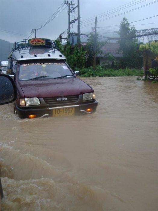 The crazy floods in Koh Samui, Thailand!