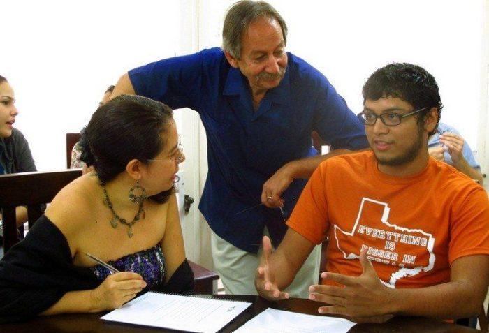 Len Newman presents a workshop at Habla in Mexico.