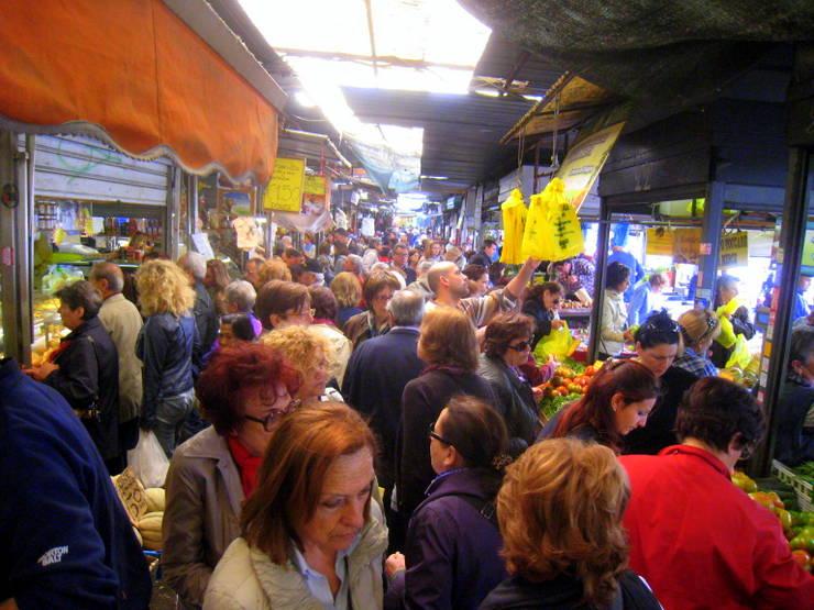 A bustling Rome market.