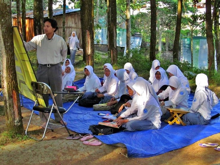 My first classroom observations were in Mojokerto, Indonesia.  This is the girls' science class.  Girls and boys do not take classes together at this Muslim boarding school.